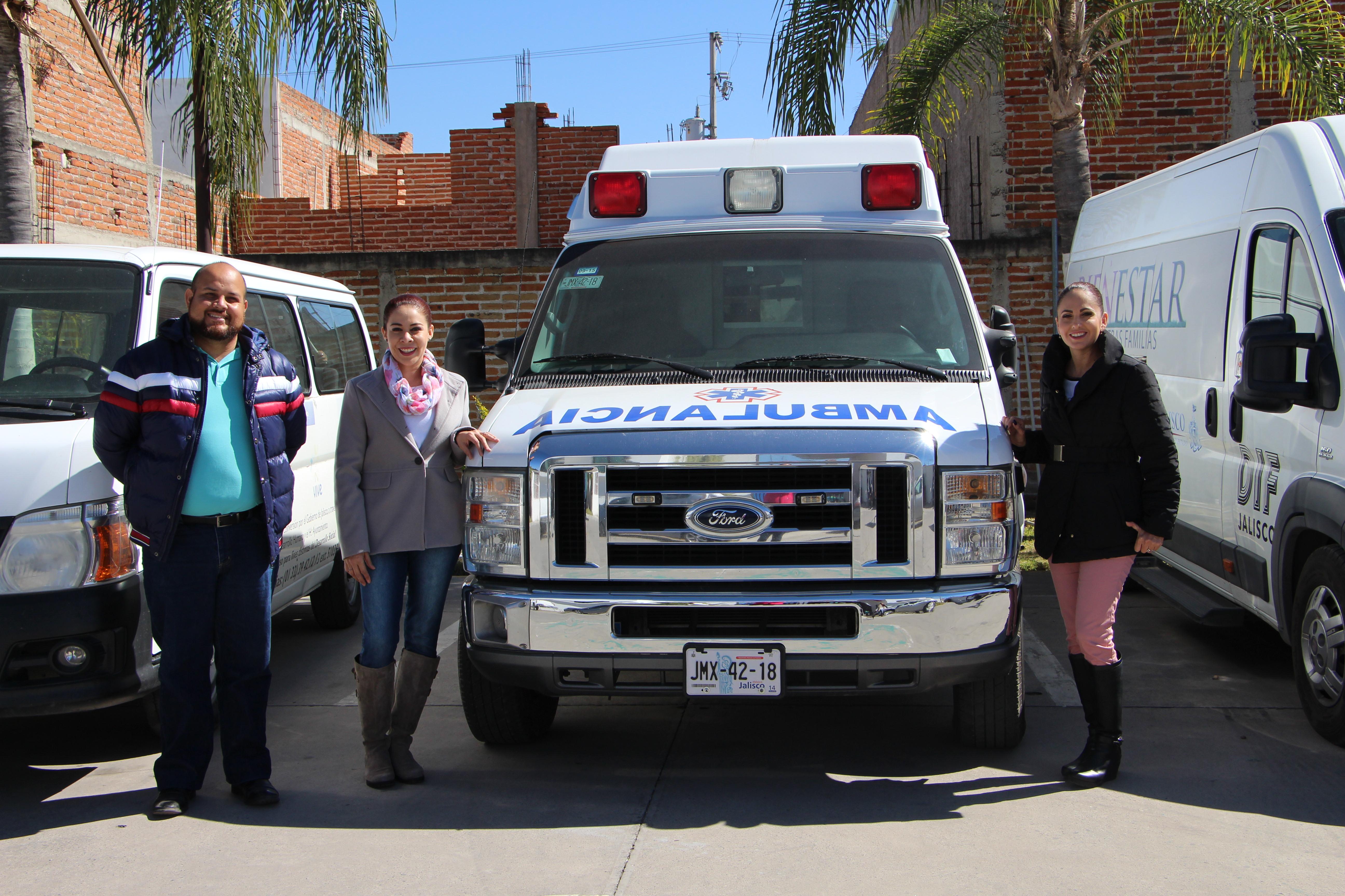 Recibimos una Ambulancia y una Camioneta de Carga