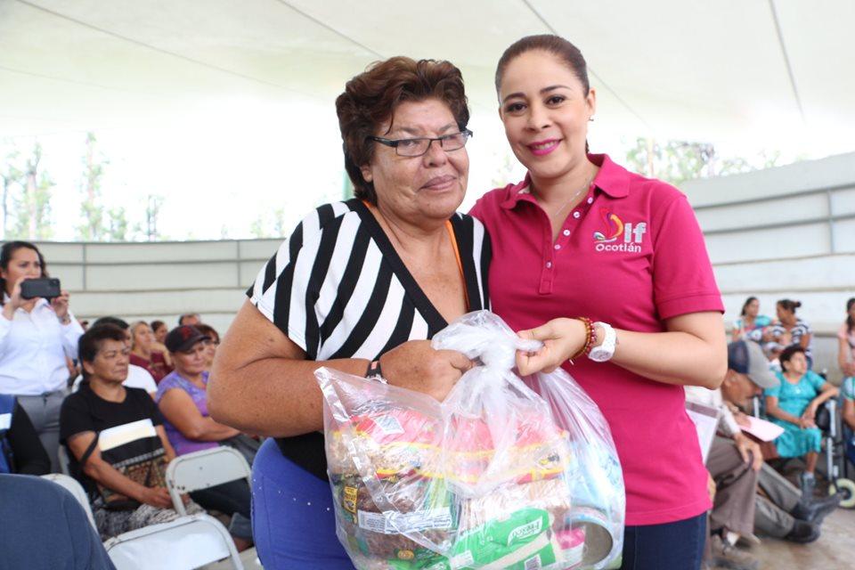 DIF Ocotlán entrega 130 despensas a familias y personas de escasos recursos