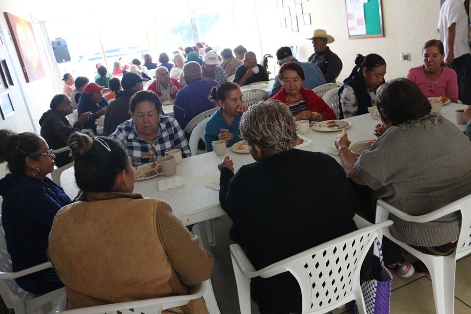 Inicia nuevo desayunador para adultos mayores en Casa Día