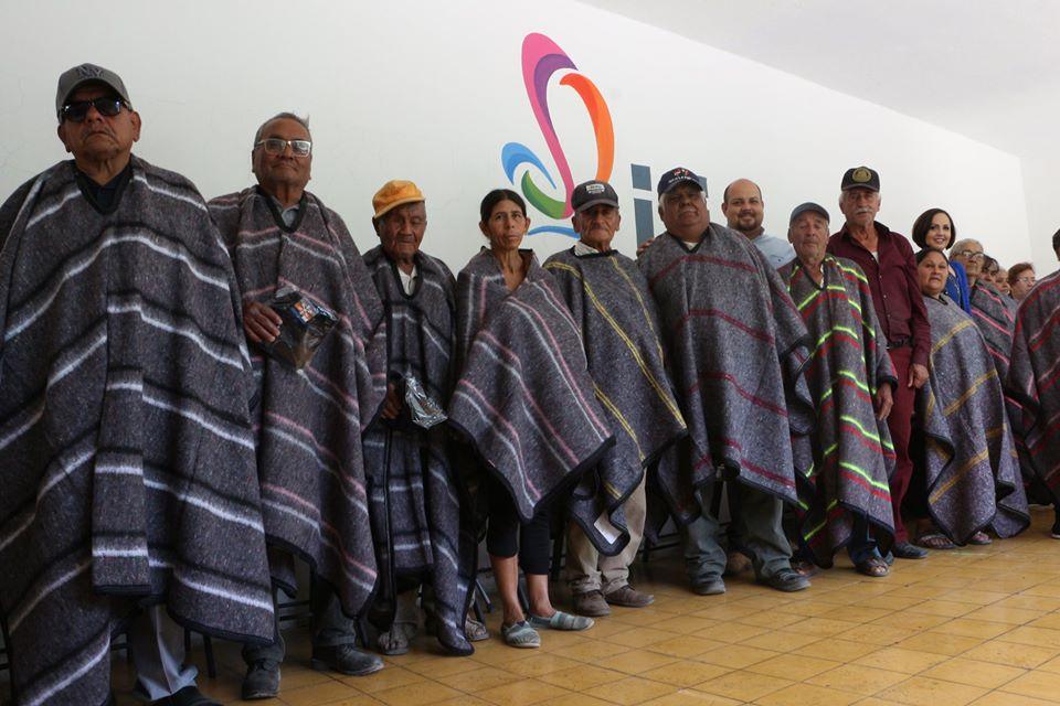 DIF Ocotlán entrega 817 apoyos en ropa invernal
