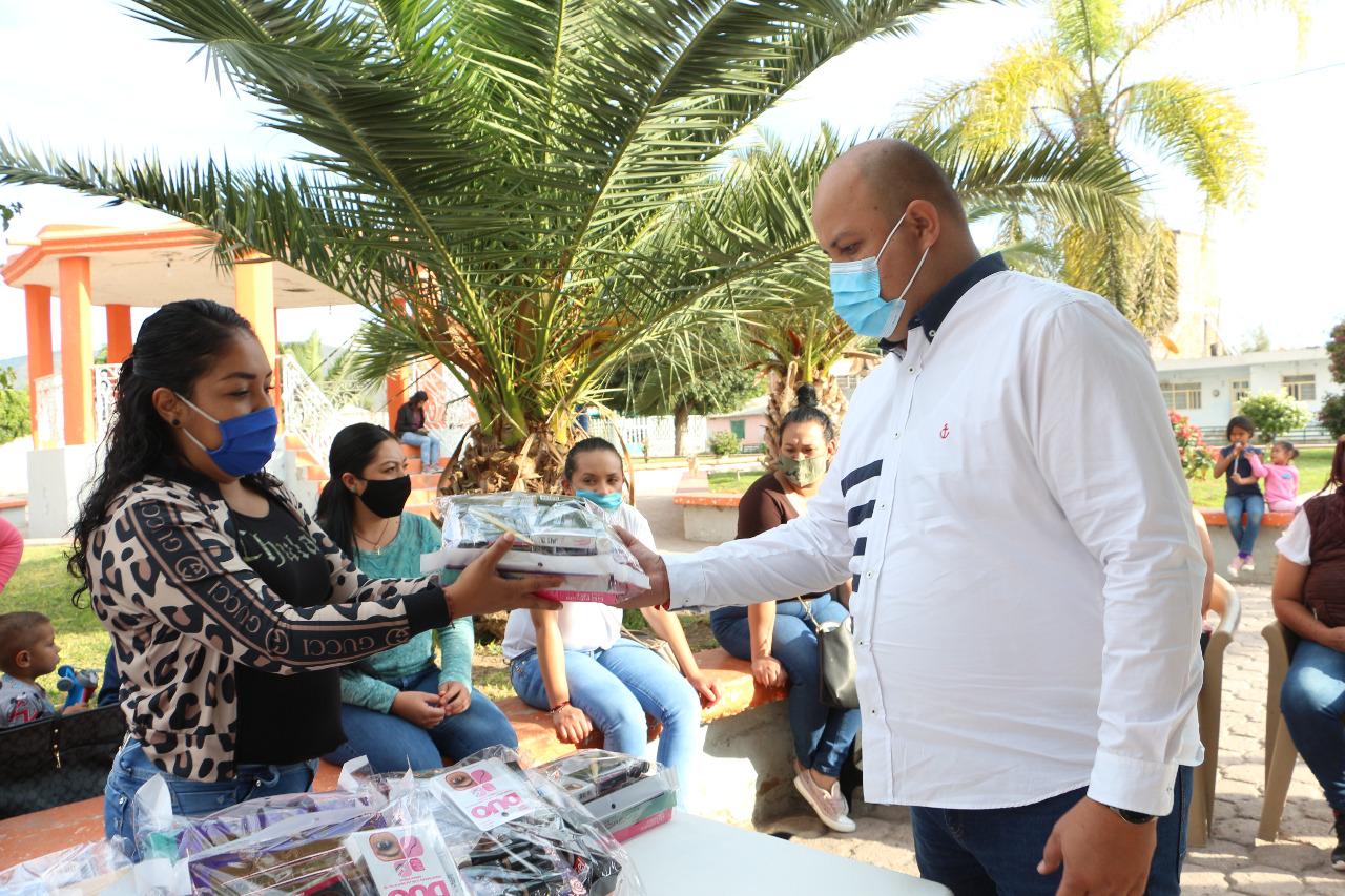 DIF Ocotlán sigue beneficiando a las mujeres con apoyos y capacitación