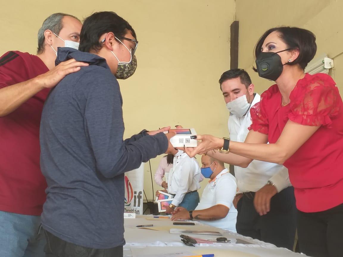 DIF Ocotlán entrega 95 apoyos escolares